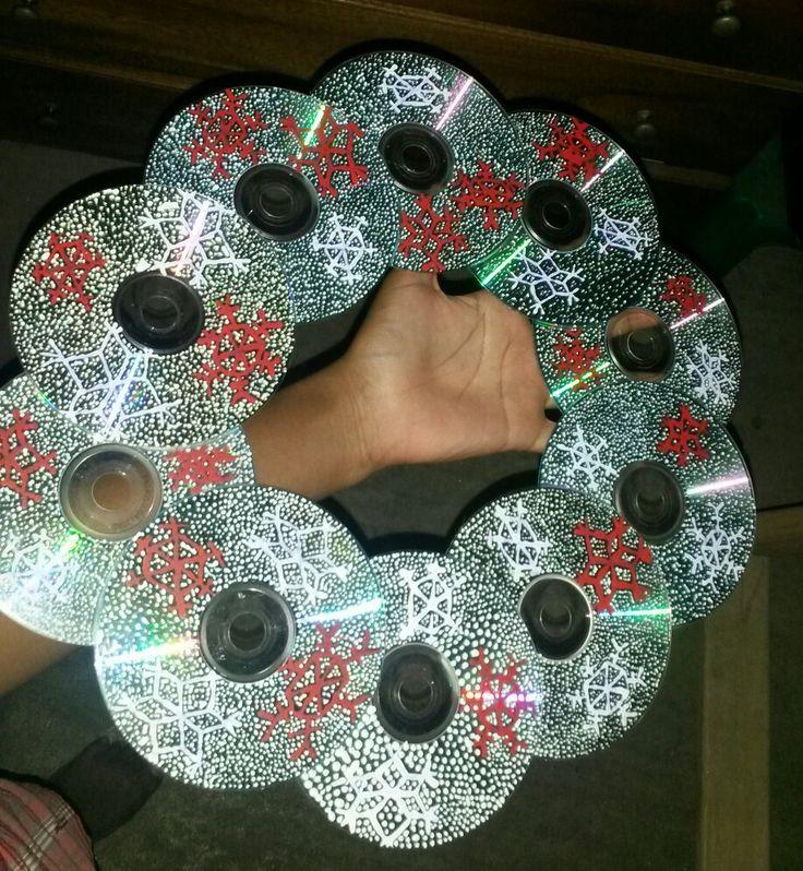 Diy adornos navide os de cd reciclados manualidades for Manualidades souvenirs navidenos