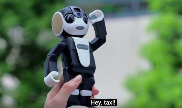 robot smarphone robohon yang dapat menari, menerima telepon, menerima sms dan membacakannya, hingga memesan taksi