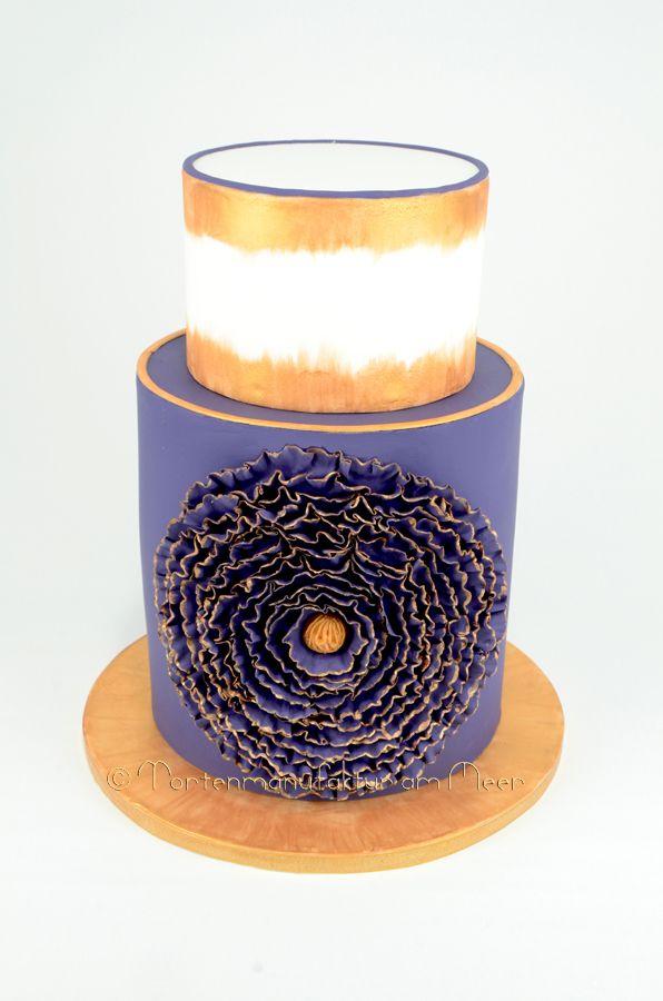 Round+Wedding+Cakes+-+Dark+violet+weddingcake+with+ruffled+fantasyflower+and+gold+toptier