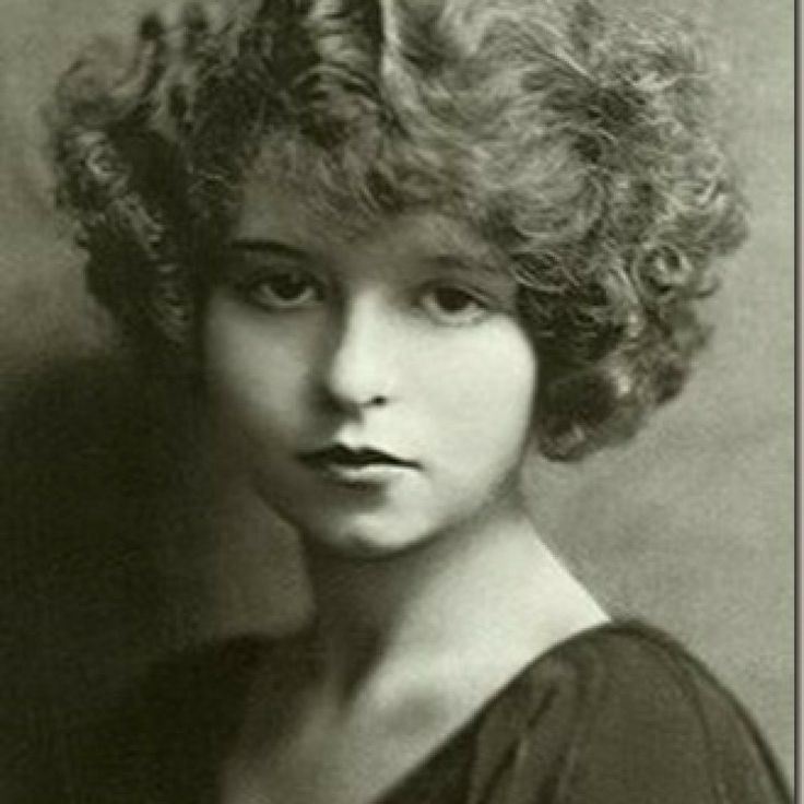 Mae West circa 1910 (17 years old).