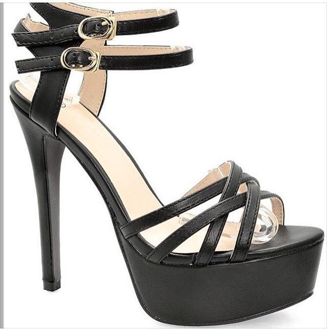 I tacchi alti di @negozioonline fanno diventare una donna il 25% più dominante, il 50% più sicura di se stessa e il 100% più sexy.