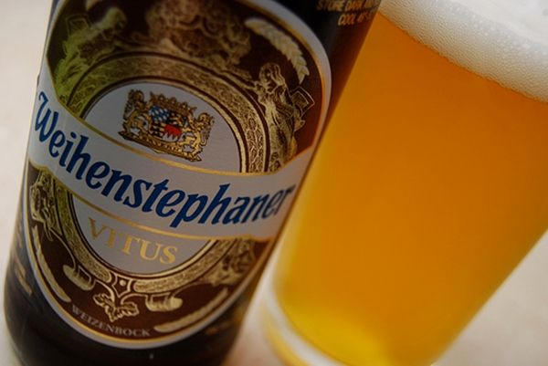 Weihenstephaner VitusA cerveja de trigo, dourada, com leve amargor e aroma de especiarias, já conquistou por diversas vezes o prêmio de melhor cerveja do mundo (World Beer Awards). O rótulo especial passa por um estágio mais longo de armazenagem a frio nos porões da cervejaria, para aprimorar o sabor.