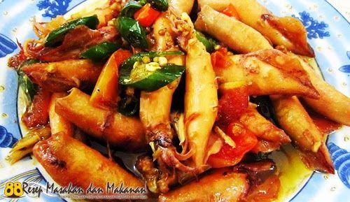 Bagi kamu penyuka Masakan Seafood Cumi, berikut ini adalah Resep Untuk Membuat Masakan Seafood Cumi Asin Cabai Hijau yang bisa kamu coba