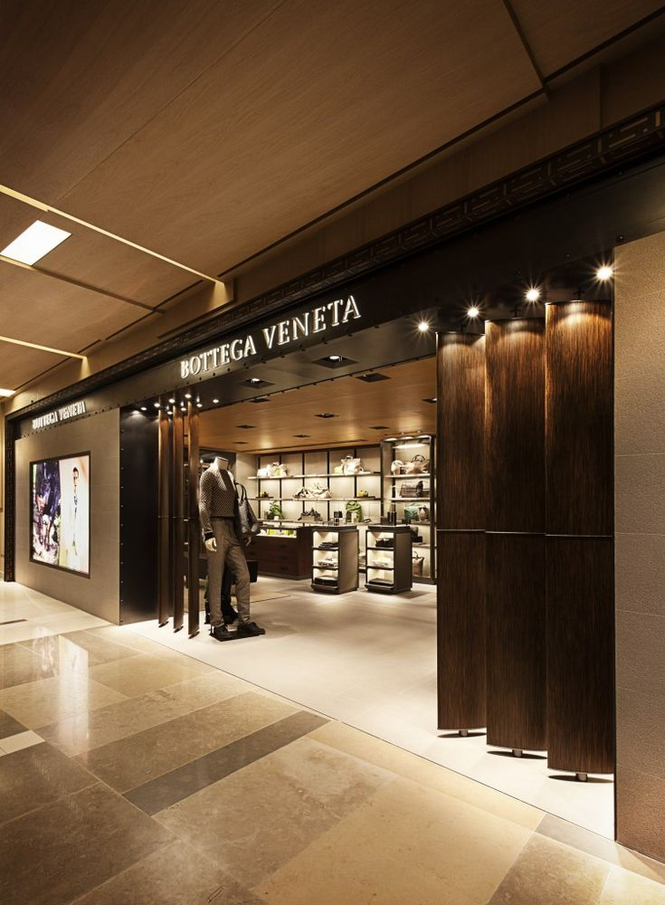 33 best bottega veneta images on pinterest bottega veneta glass display cabinets and shop windows. Black Bedroom Furniture Sets. Home Design Ideas
