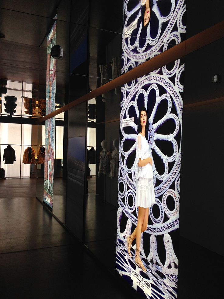 OVS is opening its new showroom in Via Giulini, on the occasion of the presentation of the Autumn- Winter 2016 Collections. Shopfitting by Effebi.