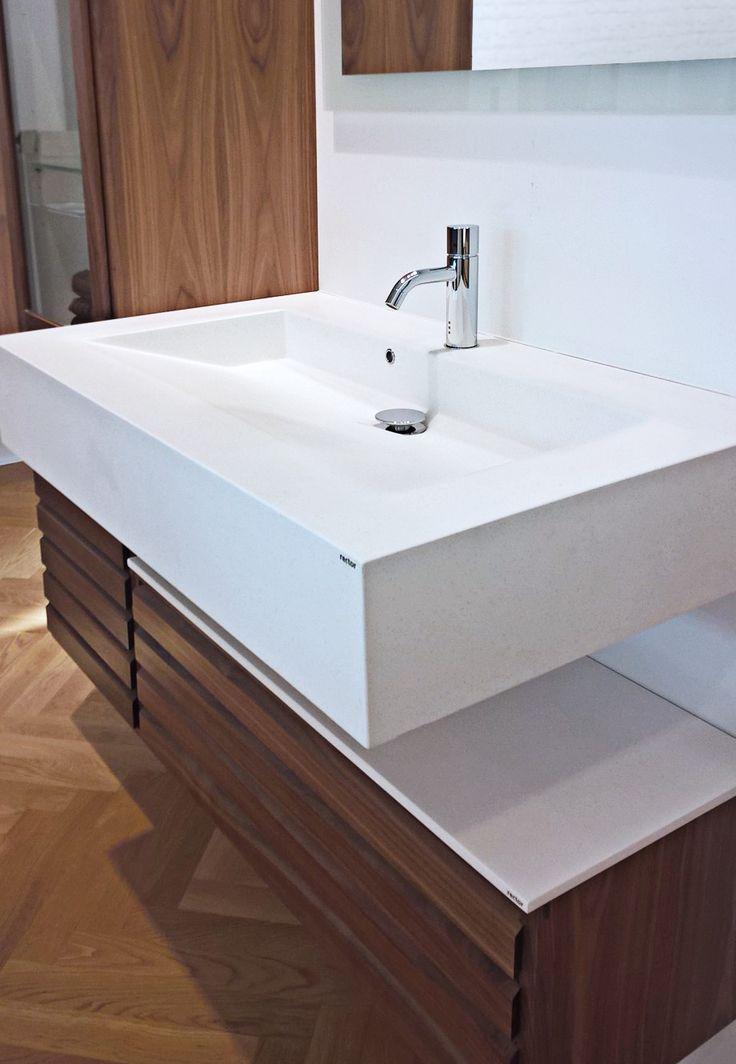 NOVO 72/32 KUMA vask med tilhørende top-plade i Rector® Dusty White.