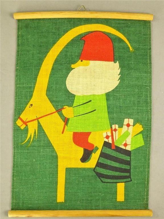 Väggbonad till jul i tyg med tryck tomte på bock retro/vintage