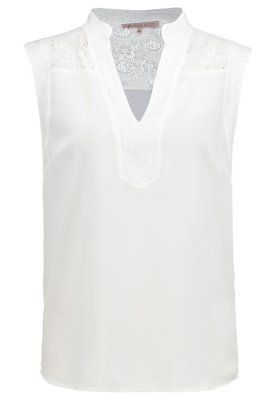 Top bianco con inserti in pizzo perfetto con jeans e pantaloni palazzo.  White top with lacer details. Perfect with jeans and her new palazzo pants.
