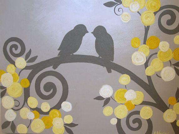 Estos grises amor aves rodeadas de flores amarillas son la adición perfecta a cualquier vivero amarillo y gris, el dormitorio o el espacio en su hogar. ¡Una de mis combinaciones de color favorito! La amarilla se extiende de pálido a dorado en el color y está llena de un montón de textura de gran empaste.  Esta pieza es hecha a pedido y estará en su forma en 3 semanas.  Es 1.5 pintado en todos los bordes en un color gris carbón oscuro y profundo así que no hay necesidad de un marco. Esta…