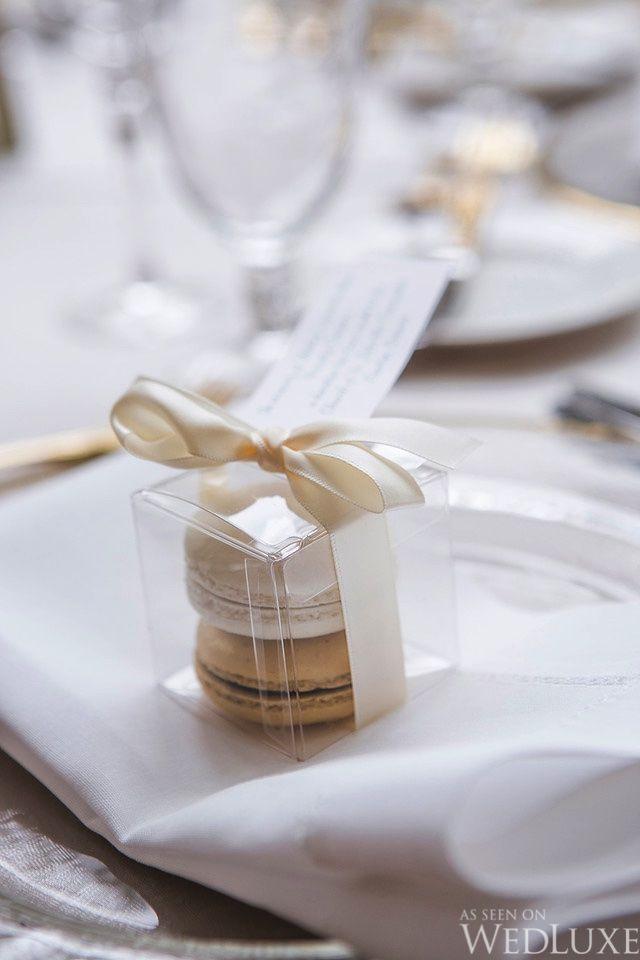 WedLuxe – Eine klassische Hochzeit in Gold und Elfenbein mit einem Hauch von Frühling | Photograp …   – Paris Wedding Favors