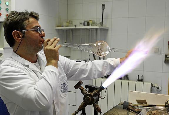 Facultad de Química prepara sopladores de vidrio científico   http://caracteres.mx/facultad-de-quimica-prepara-sopladores-de-vidrio-cientifico/