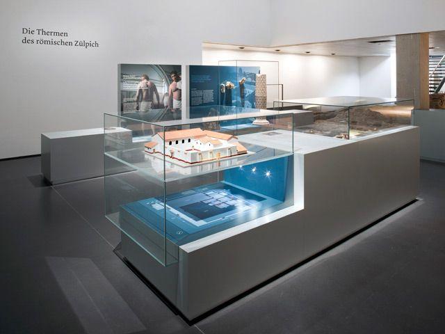 Badekultur Ausstellung Vitrinen Dramaturgie Modell