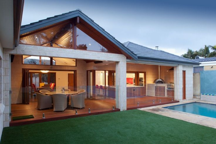 The boundaries of inside and outside are blurred when alfresco rooms are created.