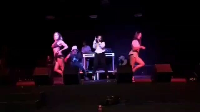 """Mi piace"": 22, commenti: 1 - ""Mejor me quedo sola."" ❤❤ (@iambeckygs_love) su Instagram: ""#Sola #Mangu #TodoCambio #Mayores #BeckyG in rehearsalsfor #LosDellsFest !!!!❤ @iambeckyg"""