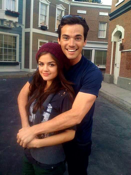 Who is ezra fitz dating in real life