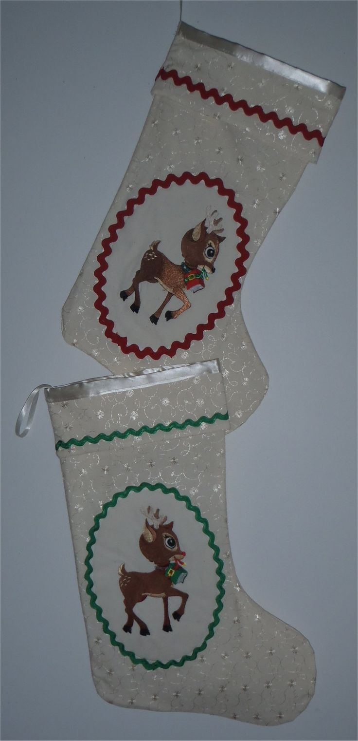 201657 - embroidered reindeer on cream broderie anglasie