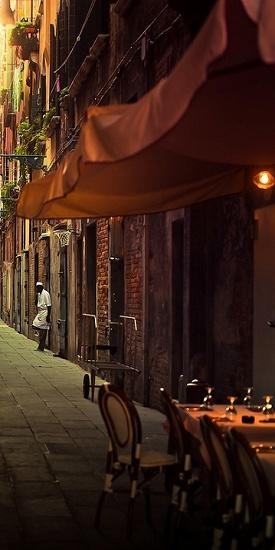 Venice alleyway cafe.  Someday, someday...