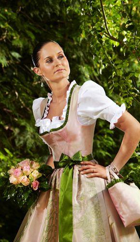Wedding dirndl - Susanne Spatt bridal salon - Photo © Helge Kirchberger
