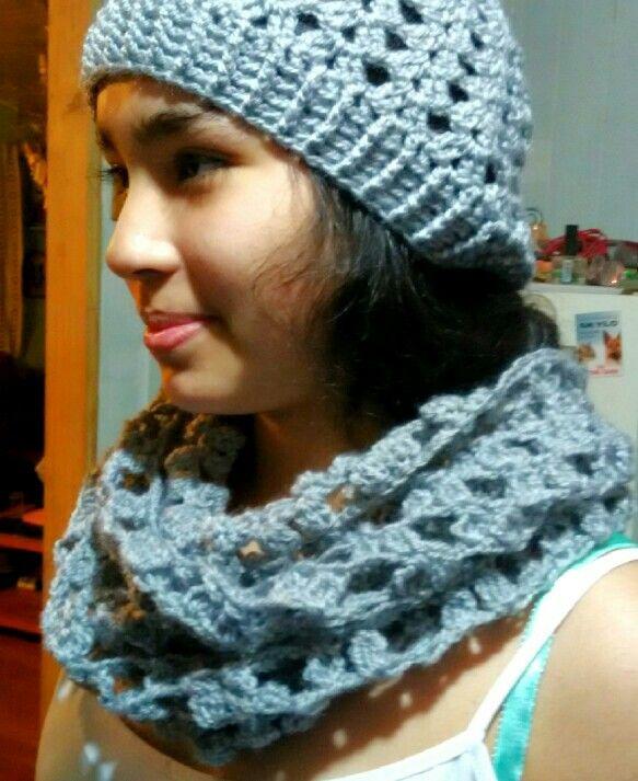 Conjunto cuello y gorro tejido en lana