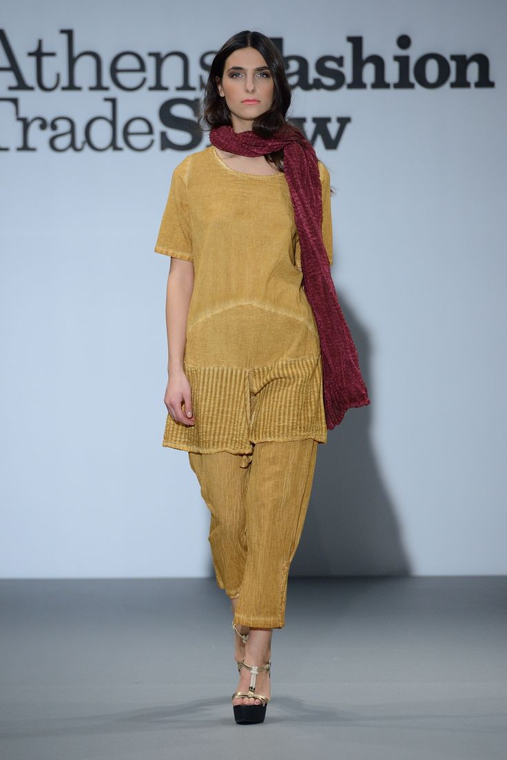 Yellow Natural trouser with elegant top.