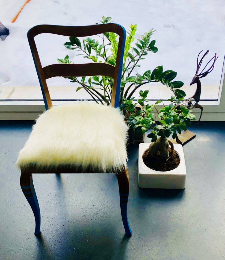 Chair white fur .  #upcycling
