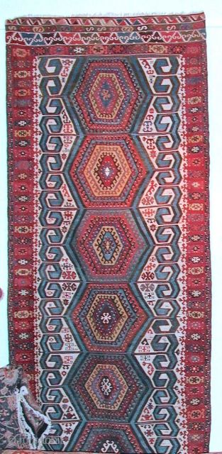 Antique Anatolian kilim, possibly from Aksaray region. Size: 3,96 x 1,59  Age: Around 1900   Materials: Wool in warp and wefts, except for all white areas which are in cotton Technique: Splits covered  ...