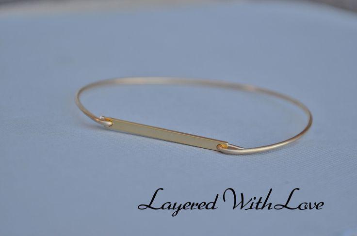 Lingot d'or bracelet Bracelet-Simple bracelet-Vintage or bracelet-demoiselles d'honneur cadeau idées - Casual Wear - fil bracelet- par LayeredWithLove sur Etsy https://www.etsy.com/ca-fr/listing/180642530/lingot-dor-bracelet-bracelet-simple