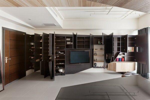 Stadt-Weiß und Schwarz-Modern Apartment Interior Design: Schwarz Modernen Speichereinheiten Erzeugt Ein Schwarzes Akzent Wand, Wenn Sie Geschlossen Und Tonnen Von Versteckten Stauraum, Wenn Jede Tür öffnet Sich ~  Wohnideen Inspiration