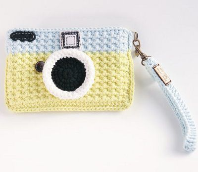 Fuente: https://www.etsy.com/listing/121721490/crochet-vintage-camera-purse-light-blue?