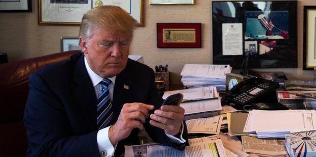 """Дональд Трамп продолжит доносить уже """"президентские мысли"""" через Twitter http://joinfo.ua/inworld/1192249_Donald-Tramp-prodolzhit-donosit-prezidentskie.html"""