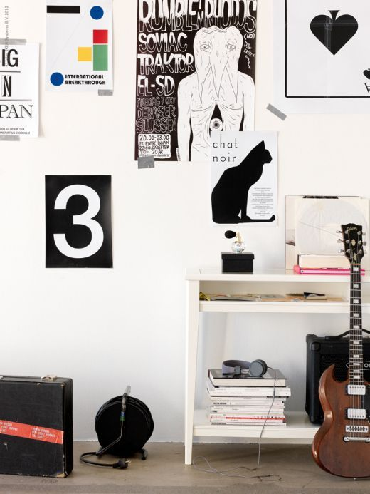 Lots of things without looking like clutter.: Interior Design, Life At Home, Nina Broberg, Console Table, Art, Poster, Ikea Life, Photo