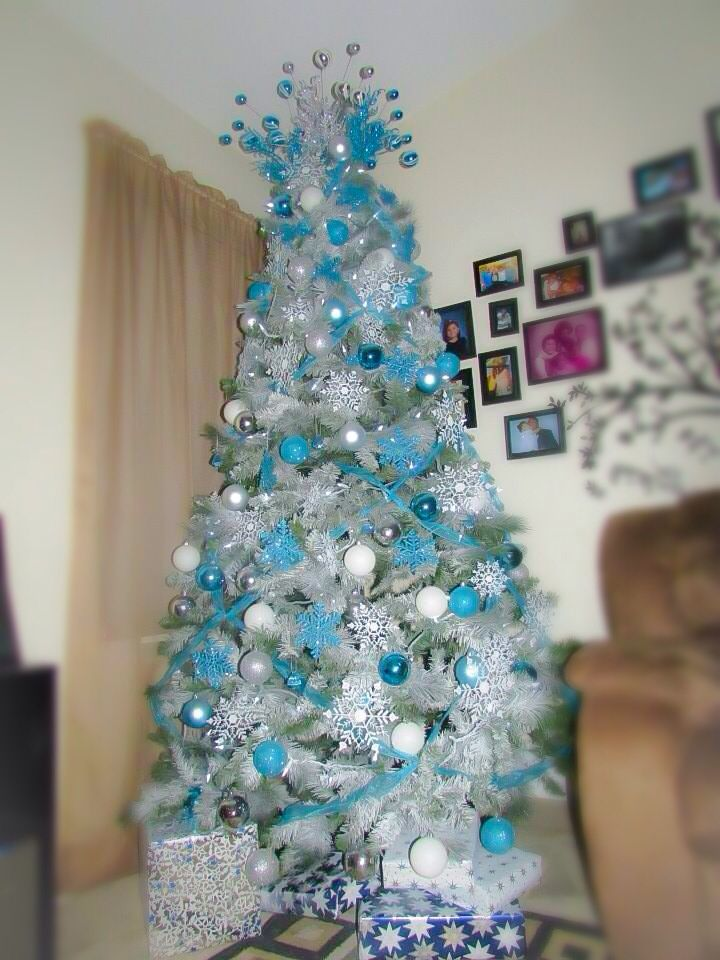 25 Unique Frozen Christmas Tree Ideas On Pinterest Diy