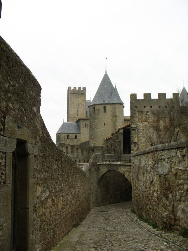 famous old medieval castles europe pictures to pin on
