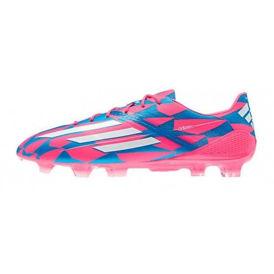 De Adizero M17677 #voetbalschoenen van @adidas zijn opvallend. De schoenen beschikken over uitstekende eigenschappen op het voetbalveld door gebruik van vele Adidas technologieën. #dws