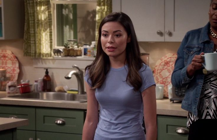 Miranda Cosgrove as Shea, from 'Crowded'