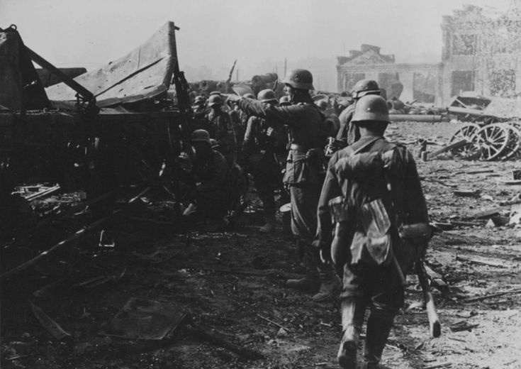 Soldiers of 577th Infantry Regiment, 305th Infantry Division of the Wehrmacht preparing to attack in the area of plant 'Barricades' in Stalingrad. In the center of the photo - the officer or non-commissioned officer, armed with captured PCA gives instructions.