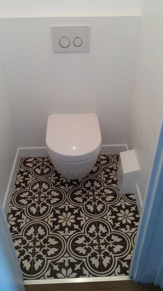 Carrelage adhésif WC