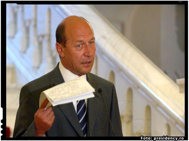 """Gigi Becali: """"Cappo di tutti capi a fost Băsescu!"""" La România TV s-a petrecut inca un episod din lungul conflict dintre Gigi Becali si fostul presedinte al Romaniei, Traian Basescu. Convins de faptul ca fara aprobarea lui Basescu nu s-ar fi intreprins actiunile care au dus la arestarea si apoi la inchiderea sa in spatele…"""