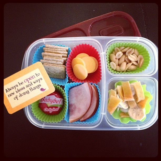 17 best images about easy bento lunches on pinterest hot dogs pizza and school lunch box. Black Bedroom Furniture Sets. Home Design Ideas