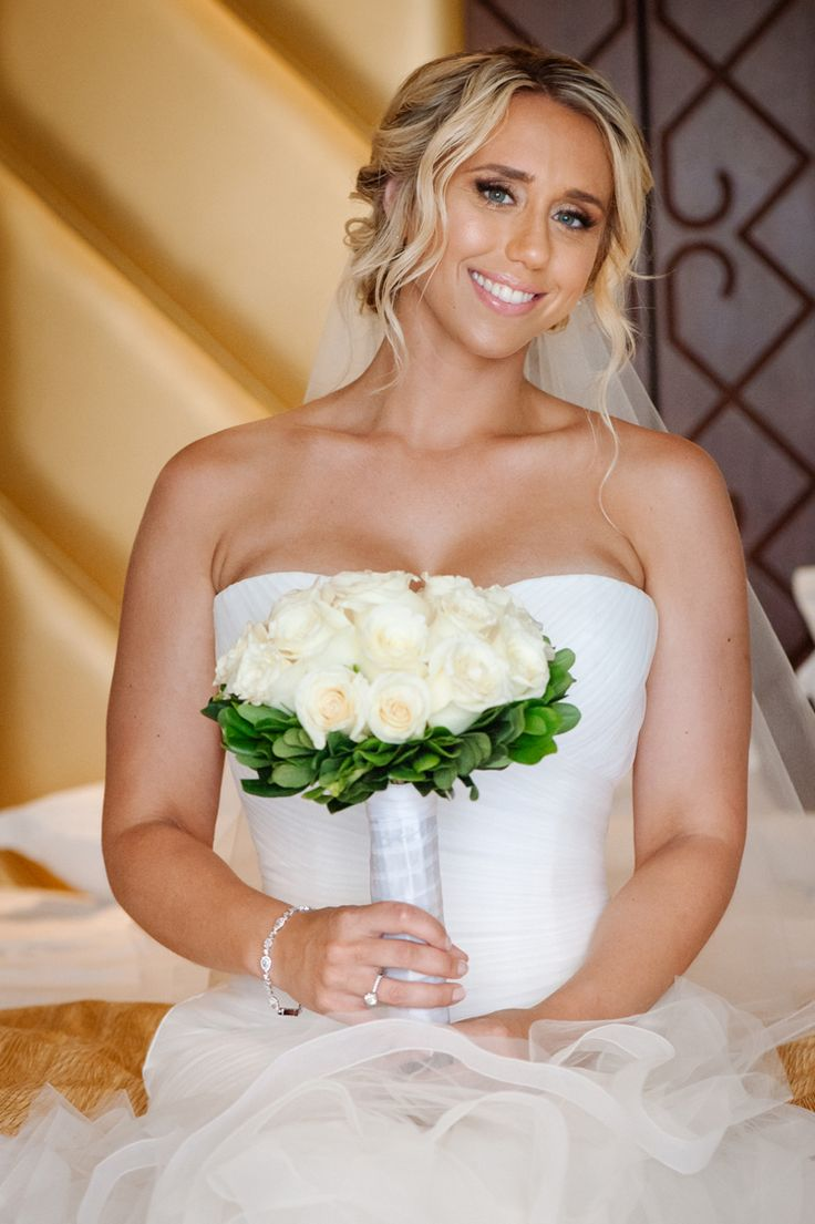 Classically elegant bridal look with a white rose bouquet (Shenko Photography)