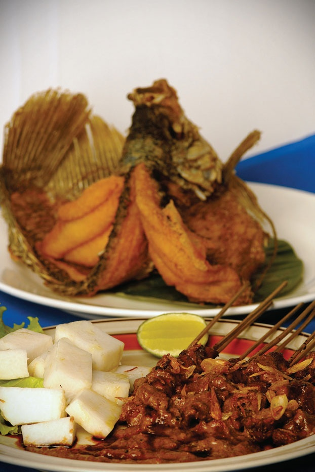 Covered in thick juicy peanut sauce enhanced with a twist of lemon, the rich flavored chicken satay truly defines the taste of Indonesia. Posing behind it, is the star of Indonesian fresh water flavor, the fried Gurame fish.