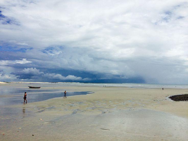 Praia e nubes