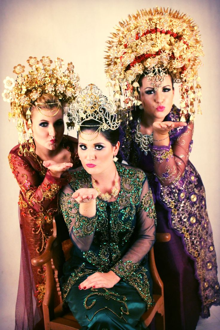 Traditional indonesian Wedding Dresses :-)