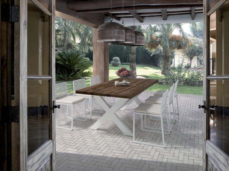 Mesa de mobila con patas en aspa - Villalba Interiorismo