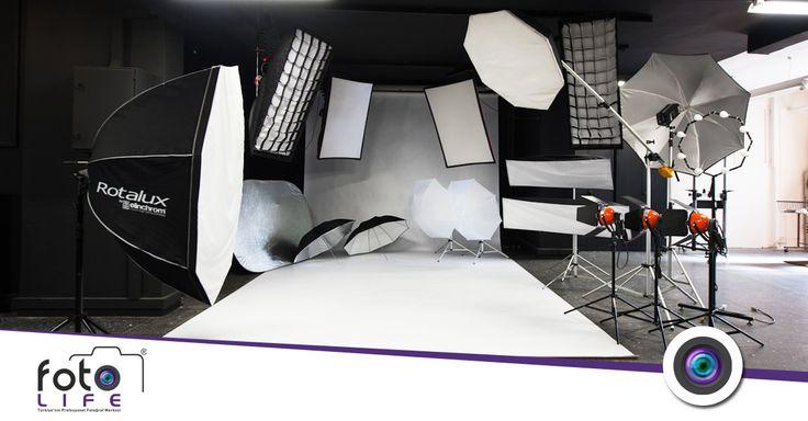 Moda ürün fotoğrafçılığı yöntemleri, modelle iletişim, ürünü ön plana çıkarma, stüdyo kullanımı, ışık yumuşatma ve ayna kullanımı, renk kurgusu ve çekim ölçekleri. http://www.uruncekimi.com.tr/moda-urun-fotografciligi-yontemleri/ #fotolife #modaürünfotoğrafçılığı #ürünçekimi