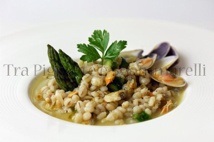 Zuppa di orzo perlato, telline e asparagi