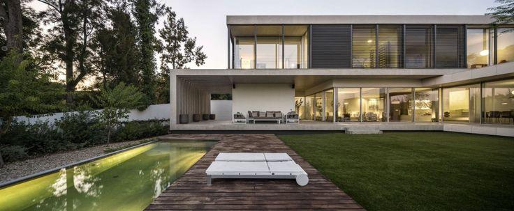 Casa no Restelo /  Leonor Duarte Ferreira + pmc arquitectos – Miguel Passos de Almeida e Carlos Sousa Coelho