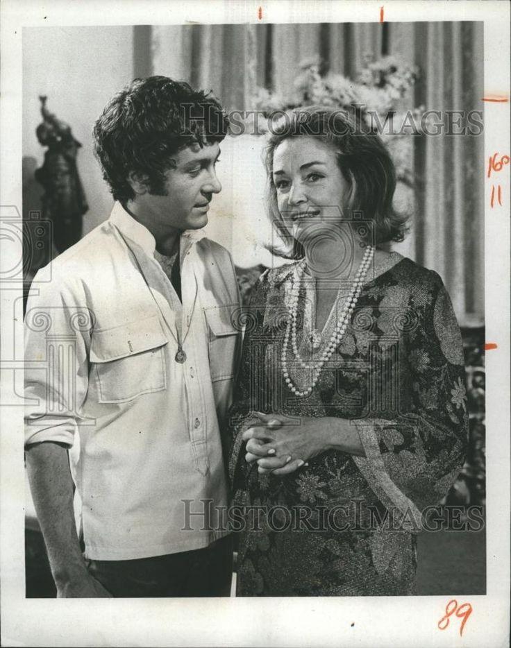About 1969 Press Photo Actors Michael Cole amp Nina Foch quot Mod Squad