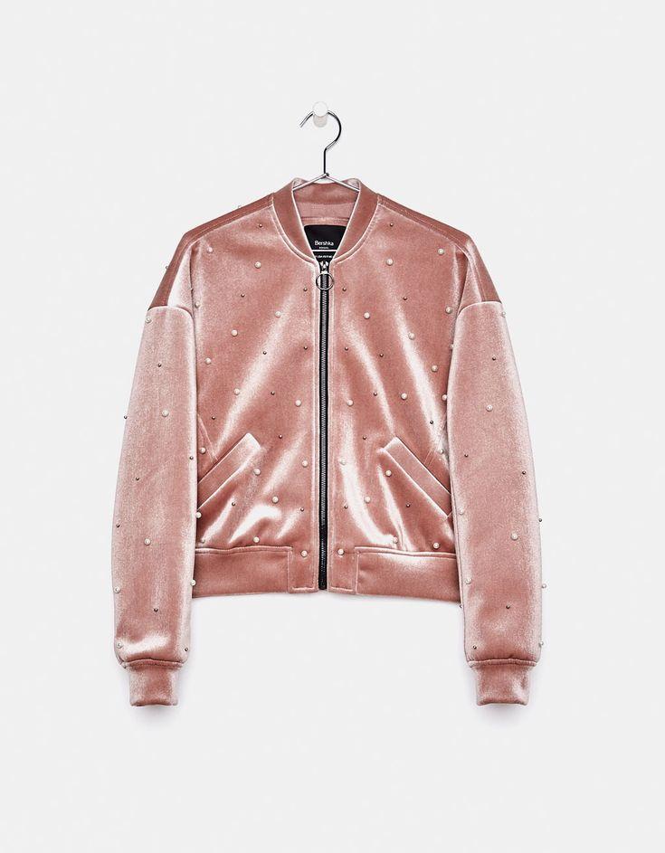 Куртка из бархата с отделкой бусинами