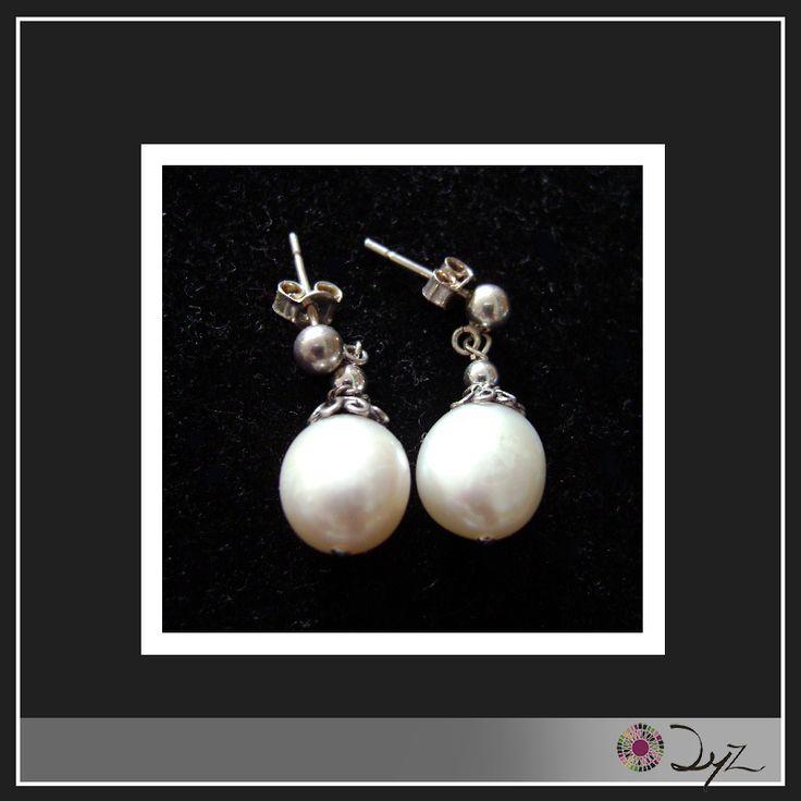 Las perlas combinan con todo. Mira este aro de plata con perlas de río hecho aquí en Creaciones DyZ.